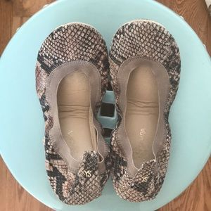 SUPER CUTE Yosi Samra Snake Embossed Flats - 6